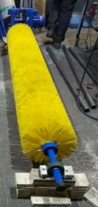 Чистящая щетка с редуктором NMRV-063, на выходе 280 оборот. Мин. D- щетины 350 мм, D- Ворса 1,5 мм, Материал щетины полистирол