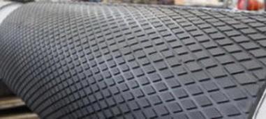 Футеровочная резина TRS для приводных барабанов 10*2000*10000 мм, Ромб 33 мм × 17 мм