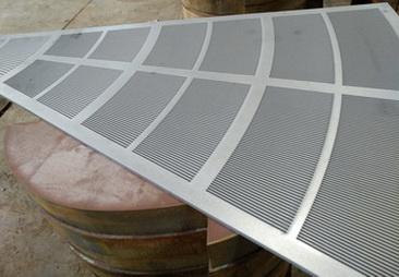 Щелевое сито для фильтр чана пивного варочного порядка, размер Ду 1650 мм поставляется в виде 11 сегментов и закрепляются на подситнике, зазор щелевой 0,70 мм