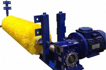 Ширина ленты 400 мм, Ду щетины 350 мм, для движения ленты до 4 м/с, скорость вращения щетки — 280 об/мин. Ду ворса 1.2 мм . Материал -полиамид (РА.6)