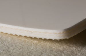 Трёхслойная транспортерная лента из пищевого ПВХ с гладкой глянцевой поверхностью, с жесткими кордами толщиной 3.9 мм,  Ду вала 120 мм