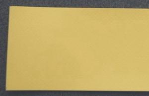 Однослойная транспортерная лента с поверхность ленты из специального ПВХ с повышенной химической стойкостью жёлтого цвета толщиной 0.8 мм