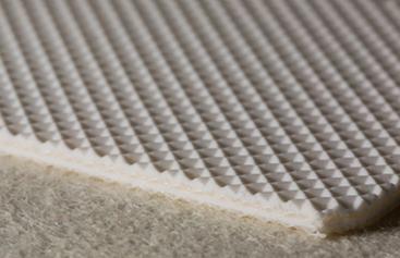 Трёхслойная транспортерная лента белого цвета из пищевого ПВХ с вафельной структурой толщиной 4.6 мм, Ду вала 80 мм