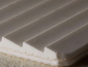 Двухслойная транспортерная лента ПВХ пищевая с с зубчатой рабочей поверхностью с s- 4 мм, Ду вал 90 мм