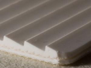 Двухслойная транспортерная лента ПВХ пищевая с с зубчатой рабочей поверхностью с толщиной 4 мм, Рабочая температура -15/+90°С