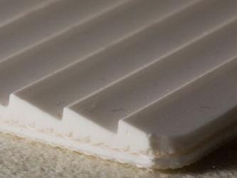 Двухслойная транспортерная лента ПВХ пищевая с с зубчатой рабочей поверхностью с толщиной 4 мм