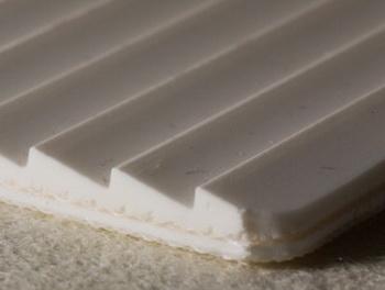 Двухслойная транспортерная лента из пищевого ПВХ с с зубчатой рабочей поверхностью с толщиной 4 мм