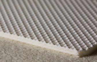 Трёхслойная транспортерная лента белого цвета из пищевого ПВХ с вафельной структурой толщиной 4.6 мм