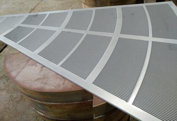 Щелевое сито для фильтр чана пивного варочного порядка, размер Ду 1800 мм поставляется в виде 11 сегментов и закрепляются на подситнике, зазор щелевой 0,75 мм.